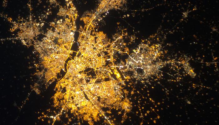 Delhi/New Delhi/Gurgaon, India at Night (NASA, International Space Station, 12/08/12), door NASA's Marshall Space Flight Center, via Flickr.