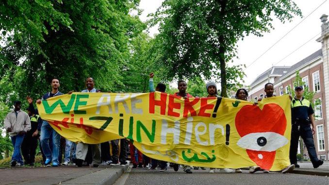 We are here we zijn hier, door Roel Wijnants, via Flickr.