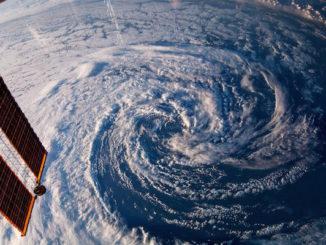 NASA heeft een lange traditie in het verrichten van klimaatwetenschap. Hier legt een NASA-camera een storm boven Zuid-Australië vast.