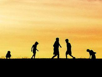 Kids come out, summer has arrived, door Josh Pesavento, via Flickr.