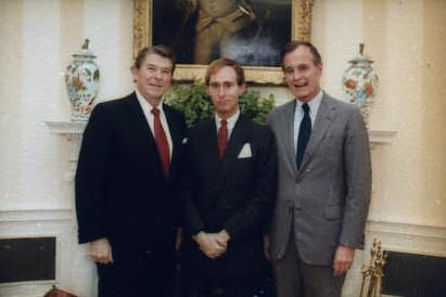 FOTO Reagan Stone en Bush, door Mary Anne Fackelman - https://www.reaganlibrary.gov/, via Wikipedia.org.