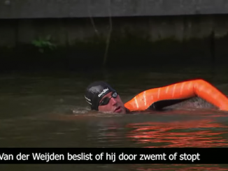 Screenshot Maarten van der Weijden zwemt Elfstedentocht, door NOS, via Youtube.com.
