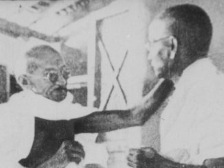 Foto: Gandhi and Vinoba, door onbekend, via Wikipedia.org