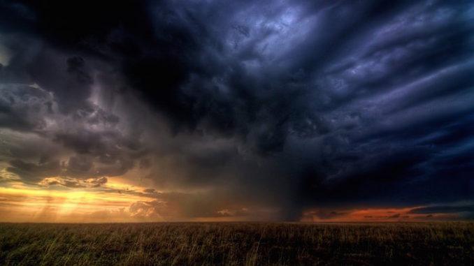 Storm Clouds Gathering, door Zooey, via Flickr.